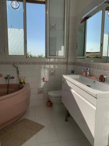 A bathroom at Plein coeur de Monaco, à 300 mètres à pied du port de Monaco, 4 pièces, escaliers vue mer.
