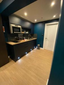 A kitchen or kitchenette at Sky City Apartments
