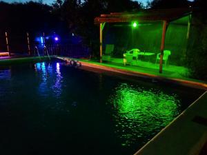 The swimming pool at or near Casa Rural La Milla Verde