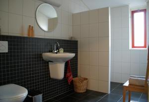 Ein Badezimmer in der Unterkunft erve Hanebulten