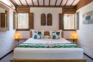 A bed or beds in a room at Rimba Villas Gili Air