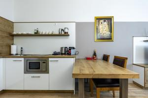 A kitchen or kitchenette at Apartment Oper