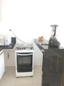 Una cocina o zona de cocina en Apartamento a 350m da Orla de Atalaia