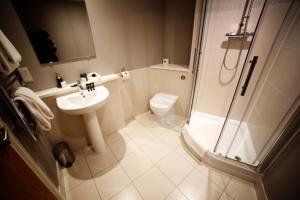 A bathroom at Dream Apartments Belfast