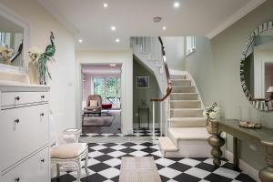 The lobby or reception area at PickThePlace Kensington Gardens Villa