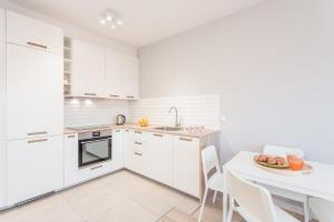 A kitchen or kitchenette at Chill Apartment