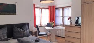 Ein Sitzbereich in der Unterkunft StudioApartments Haus Schneider