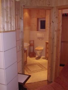 Ein Badezimmer in der Unterkunft Halmis FeWo