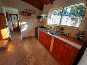 Una cocina o kitchenette en La Casa del Viejo Manzano
