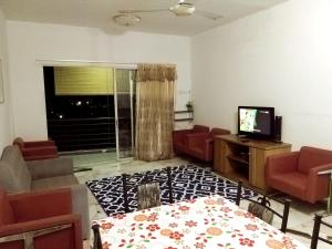 A television and/or entertainment centre at Homestay Haizal Straits View Villas
