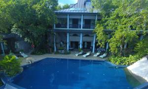 The swimming pool at or close to Residence on the Rocks