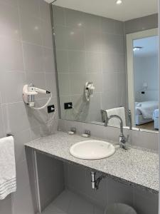 A bathroom at BB Hotels Aparthotel Isola