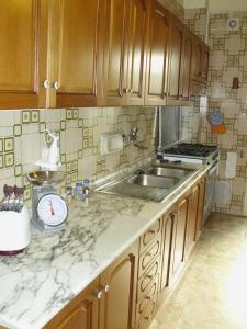 A kitchen or kitchenette at Difrontealmare Apartments