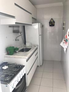 Una cocina o zona de cocina en Apto 3/4 suíte Aracaju