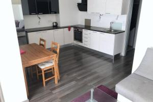 A kitchen or kitchenette at Comfort Apartment with Balcony
