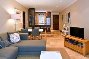 A seating area at Holly Tree Franschhoek Apt