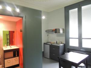 A kitchen or kitchenette at Appartement Le Gambetta