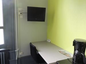 A television and/or entertainment center at Appartement Le Gambetta
