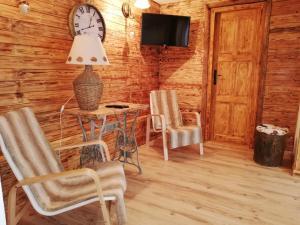 Televízia a/alebo spoločenská miestnosť v ubytovaní Chata 67