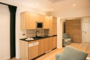 Küche/Küchenzeile in der Unterkunft Apart 2 Opera New 2-3 Rooms for 6 guests