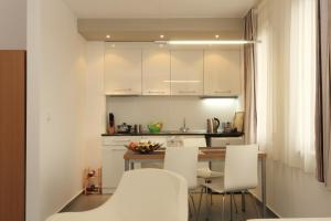 A kitchen or kitchenette at View Apartments