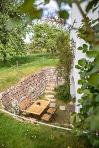 Ein Garten an der Unterkunft Ferienwohnung Im Obstgarten