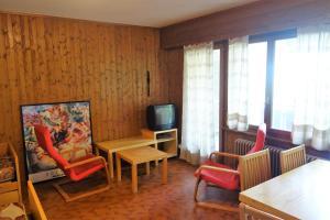 Ein Sitzbereich in der Unterkunft Appartement Magrappé - 4 Vallées