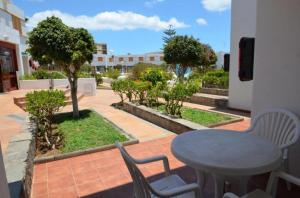 Uitzicht op het zwembad bij Las Brisas of in de buurt