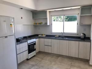 Una cocina o kitchenette en Alquiler Temporario Firmat - Libertad