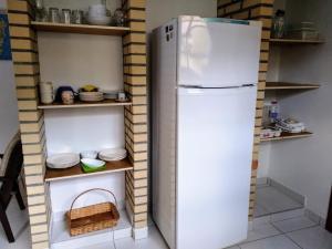 A kitchen or kitchenette at Canto dos Pássaros Apartamentos