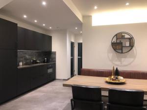 Een zitgedeelte bij Loft 188 Stylish & Luxury apartment hotel