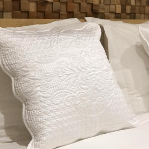 Een bed of bedden in een kamer bij Loft 188 Stylish & Luxury apartment hotel