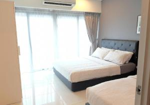 A bed or beds in a room at Summer Suite @ KLCC