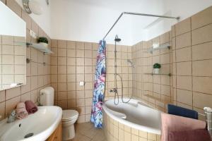 Ein Badezimmer in der Unterkunft Váci170 Apartman