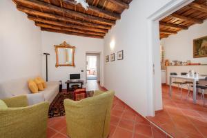 A seating area at Casa Cimini