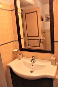 A bathroom at Cuore di Testaccio Apartment