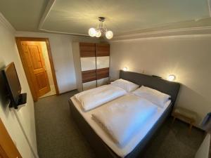 Ein Bett oder Betten in einem Zimmer der Unterkunft Kraftquelle Herrnmühle
