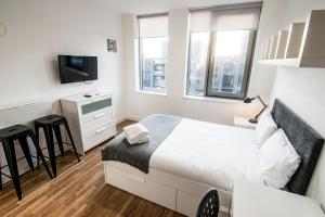 A bed or beds in a room at Seel Street Studios