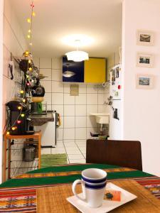 A kitchen or kitchenette at Apartamento Praia de Iracema