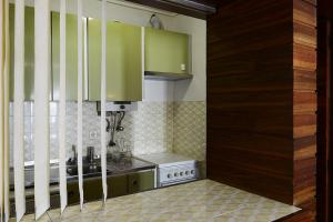 A kitchen or kitchenette at Feels Like Home Studio Cascais