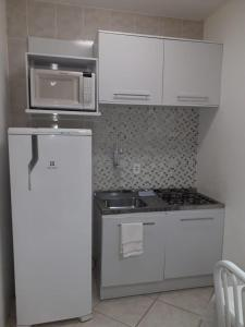 A kitchen or kitchenette at Cabo Frio Flats