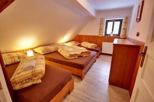 Postel nebo postele na pokoji v ubytování Chalupa Chlum Jiřík