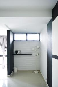 A bathroom at Farenheit Residence by Widebed.