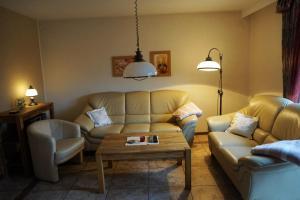 Ein Sitzbereich in der Unterkunft Ferienwohnung Grimmelmann