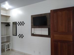 Una televisión o centro de entretenimiento en Residencial Tomodati