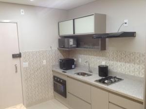 A kitchen or kitchenette at Flat mobiliado de luxo perto do Goiania Shopping