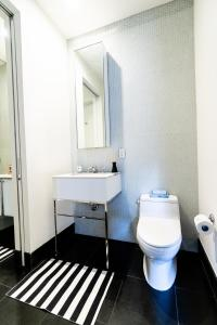 A bathroom at Resolution Suite: Study Another Culture