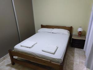 Una cama o camas en una habitación de Departamento 10
