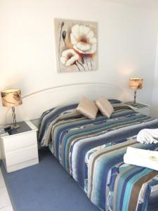 A bed or beds in a room at The Sands Holiday Apartments