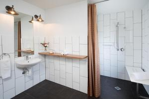 A bathroom at Greenlee Cottages